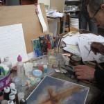 Le frère Vincent dans son atelier
